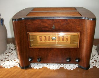 "Vintage 1940 Emerson Model DS365, ""Lobster"" 9 TUBE, BC RADIO, Ingraham Cabinet. Completely Restored and Working"