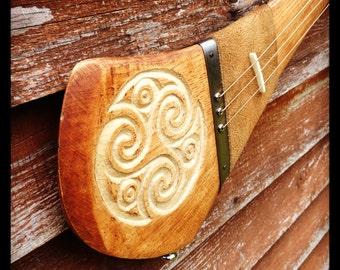 Triskele - custom made electric slide guitar by DaShtick. Celtic diddley bow. Cbg