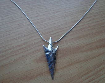 Arrowhead silver pendant with chain.