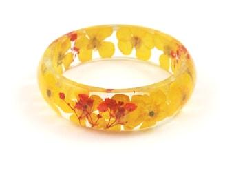 Yellow Buttercup bangle Bracelet, Resin Bracelet real flowers, Resin Jewelry, Pressed flowers, Chunky Bangle, Nature bracelet, Size M