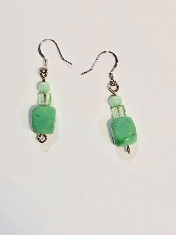 SJC10098 - Handmade green glass bead and seed beads earrings with silver color metal ear wires