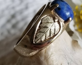 10K Yellow Gold Ring wtih Blue Lapis Stone and Black Hills Gold Leaves (st - 2152)