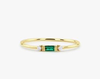 Emerald Ring / Baguette Emerald Ring / 14k Solid Gold Minimalist Emerald Ring / Stacking Emerald Ring / Emerald Jewelry / May Birthstone