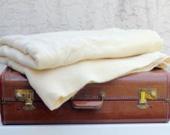 Vintage Creme Cream Off Natural colour neutral White Ivory Beige Wool Blanket Warm Gentle Soft Rustic Primitive Bedding Cabin Camp