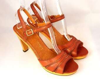 Vintage 1970s Bohemian Leather Wood Sandals | Socialites Size 8
