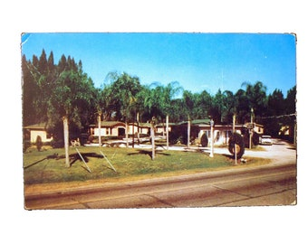 "Vintage 1959 3.5"" x 5.5"" Glossy Postcard picturing Rochelle Cottages Winter Haven, Florida - FREE SHIPPING"