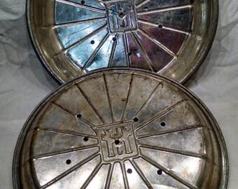 Lloyd J Harris Pie Pans / Vintage 9 inch Pie Pans /  Slice Guide Grooves / 1940s  Vintage Retro Bakeware /  Heavy Aluminum Pans