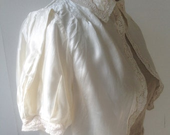 Vintage 1930s cream ivory satin and lace bed jacket Lingerie Blouse Top