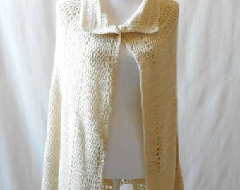 Vintage 1970s Hand Knit Ivory Sweater Poncho Cape with Collar, 1970s Poncho, 1970s Cape, Vintage Sweater Cape, 1970s Hand Knit Sweater