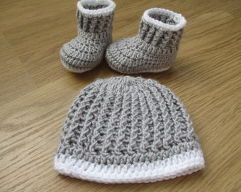 Crochet baby booties and hat Baby Shower Gift Set 0-3 months Baby Announcement Newborn