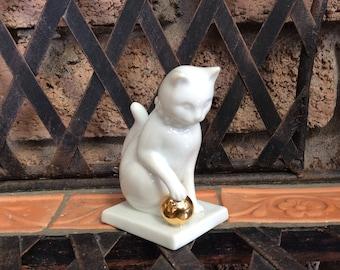 Blanc de Chine Franklin Mint Curio Cat Collection 1988 White Cat