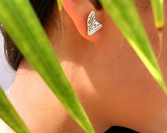 Surf series handmade silver fin earing with totem