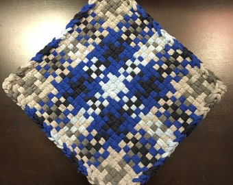 Handmade Large Woven Potholder in Gradiated Houndstooth