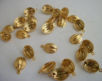 Vintage gold plated small dangle charms pendants 25pc