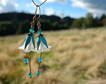 Bohemian Earrings - Flower Earrings - Floral Earrings - Boho Earrings - White Flower Earrings - Turquoise Earrings - Dangle Drop Earrings.