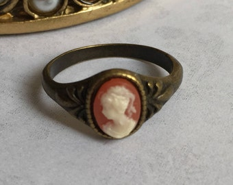Antique Cameo Ring, Antique Style Jewelry, Antique Style Ring, Cameo Ring, Coral Cameo Ring, Vintage Style Rings, Size 6, Fairytale Gift