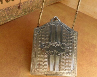 Vintage art deco wrist compact powder and coins with original chain and mirror