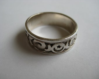 Vintage Sterling silver Carved Band Handcrafted Ring size 9