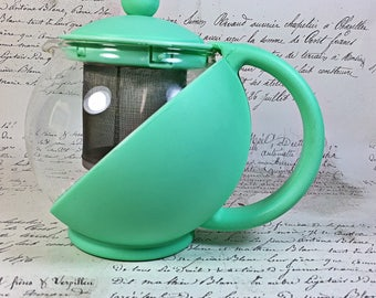 Vintage plastic glass jadeite green colored tea pot with strainer two cups retro kitchen ware 50s