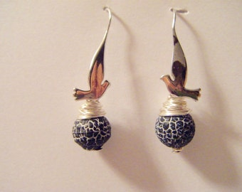 Earring wearing silver bird with black marbled agate