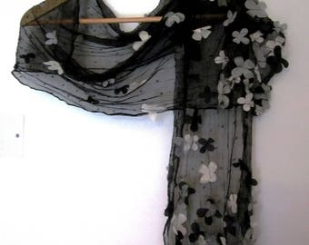 Romantic shawl silk and applied flowers
