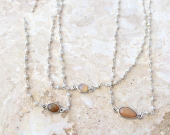 Collier pour enfant (Welo Ethiopian Opal) de Yemaya - opale naturellement élégant sur une eau douce et argent sterling petite d'eau douce chaîne de perles