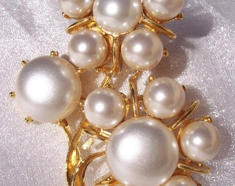 Lisner, Designer Brooch, Floral, Frosted Pearl, Vintage, Elegant, Hallmark, High Fashion, Glamorous, High End Jewelry, Pin,