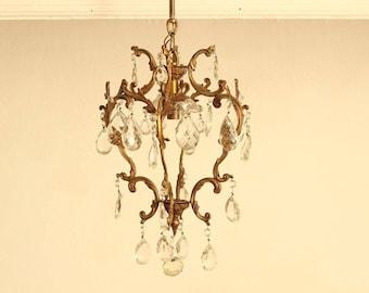 Charmants Français Antique Bronze, verre et goutte de cristal cage Cage Chandelier lustre/plafonnier lustre / Époque Vintage