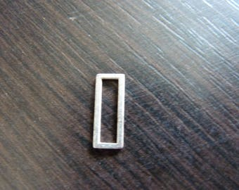 4 connector attached rectangular metal vintage 1.8