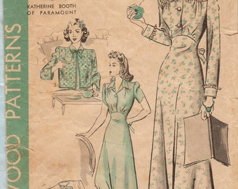 Hollywood 1028 / Vintage 1940s Sewing Pattern / Nightgown Robe Bed Jacket Lingerie / Sizes 14 Bust 32