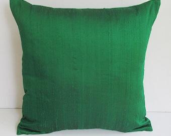 kelly green dupioni silk pillow. Decorative green pillow.  Christmas green cushion cover. Accent Pillow. Festive season    throw pillow.