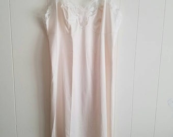 Vintage Vanity Fair Slip White Slightly Off White With White Floral Lace 1960s Nylon Tricot Size 34 Made in the USA