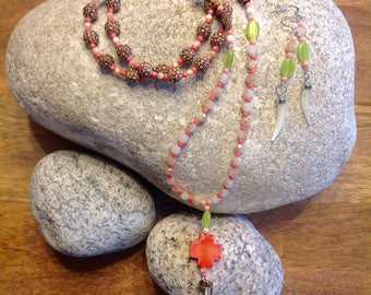 Coral paradise long necklace with a matching set kf earrings