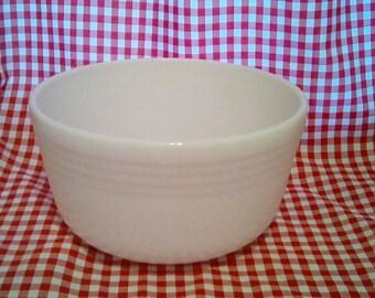 Vintage 1950s era Pyrex milk glass batter bowl