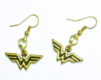wonder woman earrings wonder woman dc comic earrings dc. Black Bedroom Furniture Sets. Home Design Ideas