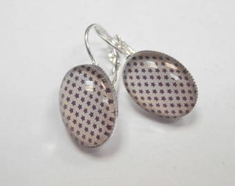 1 pair of earrings size 18 X 13 mm with glass cabochon