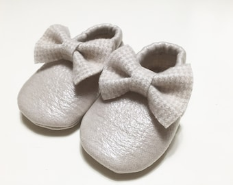 Golden leather loafers with interior and bow in Piedipull weft for infants and children