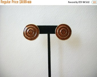 ON SALE Vintage TRIFARI Gold Tone Enameled Clip On Earrings 22817
