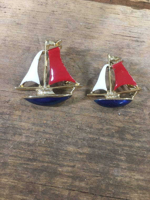 Vintage enameled Gerry's scattered sail boat pins, Pair of sail boat pins, sail boat brooches, sailing pendants, red white and blue jewelry