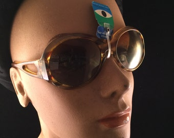 Pair of Vintage New with Tags Cool Ray Polarized Lenses Amber Plastic Sunglasses