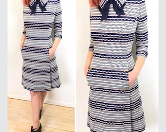 Mod, Sailor dress, Peter pan collar. Vintage 1970s  Fitted dress, High neckline with pockets. Mod-style, Mid length dress.