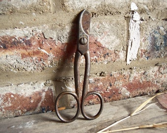 Vintage large scissors • rusted old scissors • antique scissors • large vintage shears • rustic home decor • farmhouse decor • stage prop