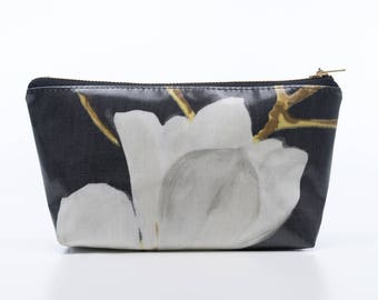 Magnolia Make Up Purse, Oilcloth Make-up Bag, Cosmetic Bag, Gift for Women, Prestigious Print