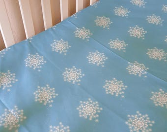 Dandelion wishes baby cot sheet, nursery baby bedding. Floral cot sheet. baby bedding. Blue.