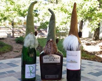 TROIS hauts de forme de bouteille de vin Gnome, HADMAR, cadeaux vin, cadeaux de fête, rustique, Gnome nordique, scandinaves Gnomes, elfe, elfes, lutins, vin confortable