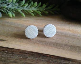 Wooden stud earrings white & pale green zigzag pattern