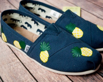 Pineapple Scattered Hand Painted Women's Toms