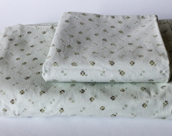 Bed clothes set: duvet cover, pillowcase - White cotton w. olive green clover pattern - Vintage fabric sewing Shamrock St Patrick's Day