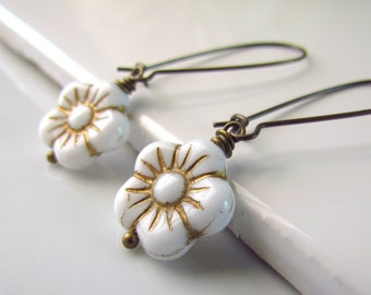 White Flower Earrings, Czech Glass Flower Earrings, Gold Detailed Pressed Glass Beads, Antiqued Brass, Daisy Earrings