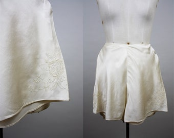 1930s Silk Tap Pants / 30s Ivory Knickers / Satin Panties / Hand Embroidery / 1940s French Knickers / Size Small / S M
